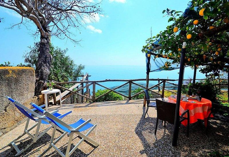 Villa Sirana: Una caratteristica e accogliente casa indipendente su due piani ri, vacation rental in Praiano