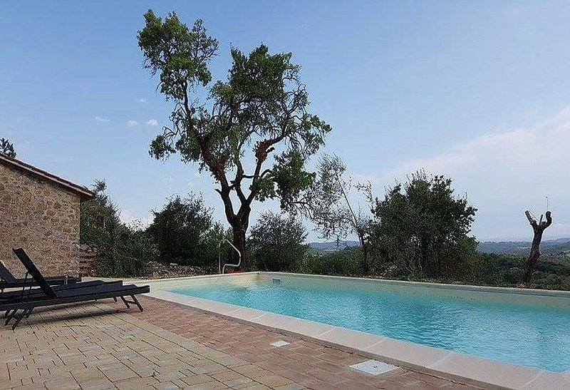 Villa Linfa is a characteristic and welcoming three-story villa situated in a q, holiday rental in Montegiove