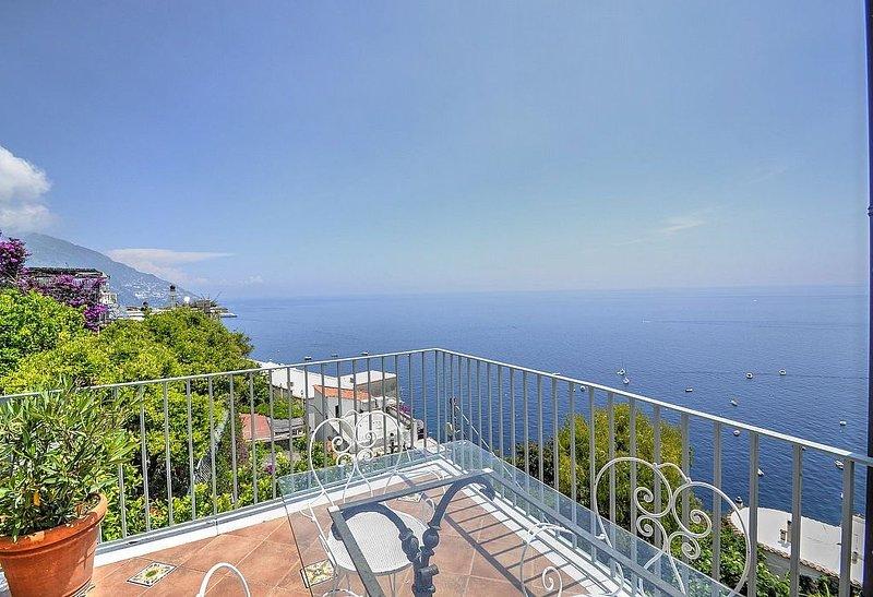 Villa Marica, rimborso completo con voucher*: Un luminoso e solare appartamento, vacation rental in Positano