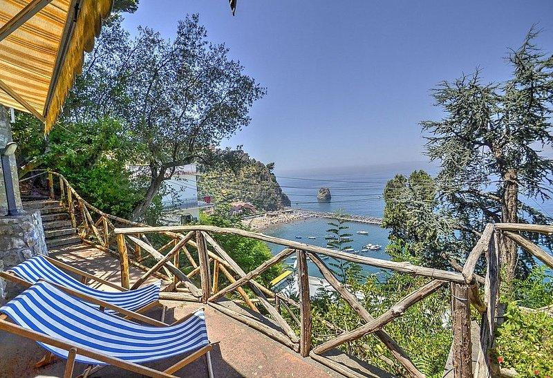 Casa Andreina B, rimborso completo con voucher*: Una graziosa casa indipendente, holiday rental in Vico Equense
