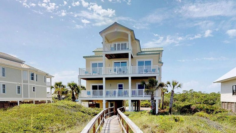 Beachfront, 7 BR/ 7.5 BA, Private Pool, Hot Tub, Elevator, 'Ohana', location de vacances à St. George Island