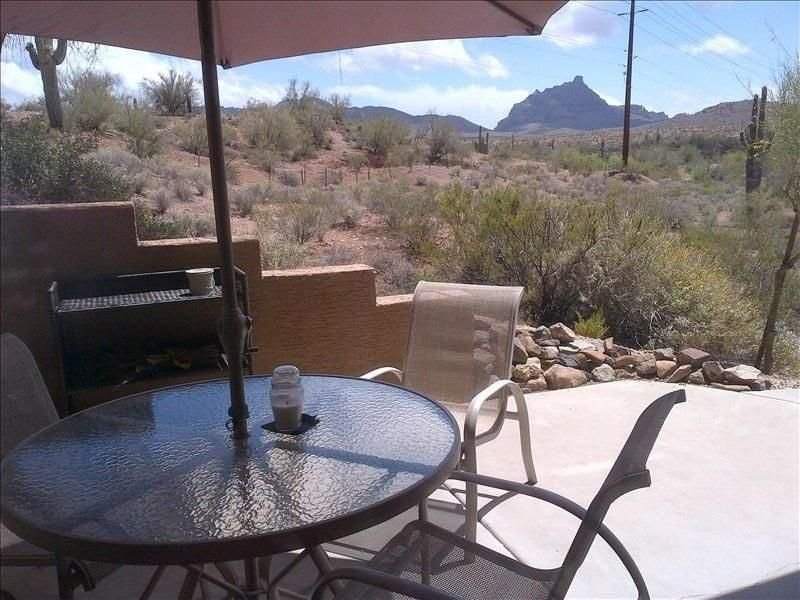 Very Very Private - 2BR/2BA w/ Mountain Views on Desert-ALL RECENTLY REMODELED!!, casa vacanza a Fountain Hills