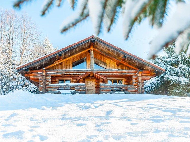 Chalet rondins, terrasse avec jacuzzi, accès piscine et sauna, proche La Bresse, holiday rental in Basse-sur-le-Rupt