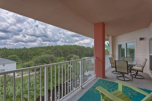 Gulf View Condo in Mexico Beach Across from Toucan's Restaurant, Pool & Exercis, vacation rental in Mexico Beach