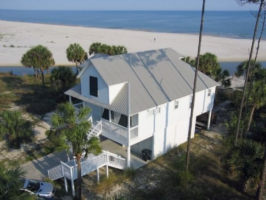 4BR, Gulf Front, Beautifully Decorated Home on Indian Pass, Pet Friendly ~ Cros, location de vacances à Port Saint Joe