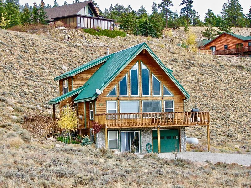 Lake View at the Lone Pine Lodge. 3 Bedroom, 2 Bath. Sleeps 8., holiday rental in Twin Lakes