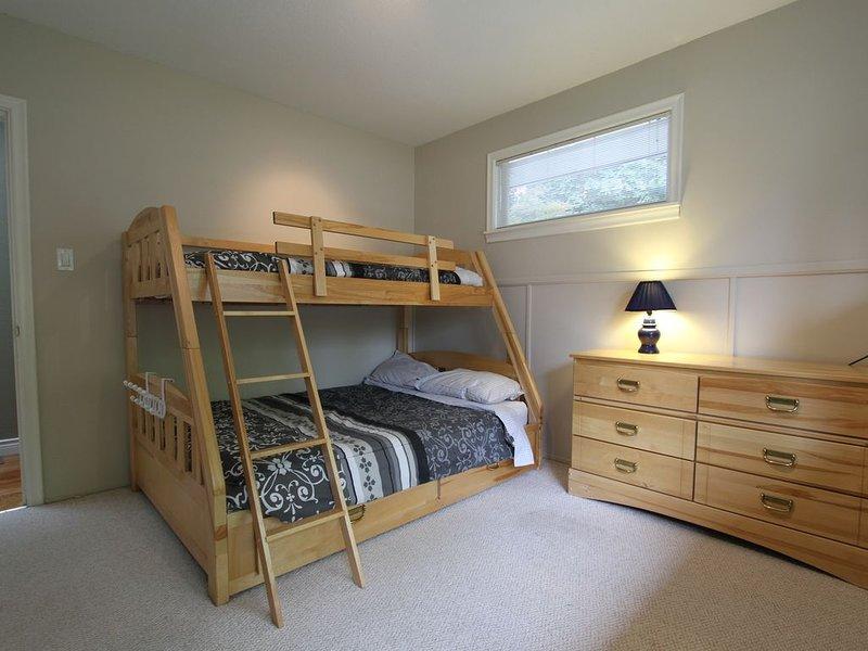 Chambre 4 - Simple en haut, lit double superposé en bas