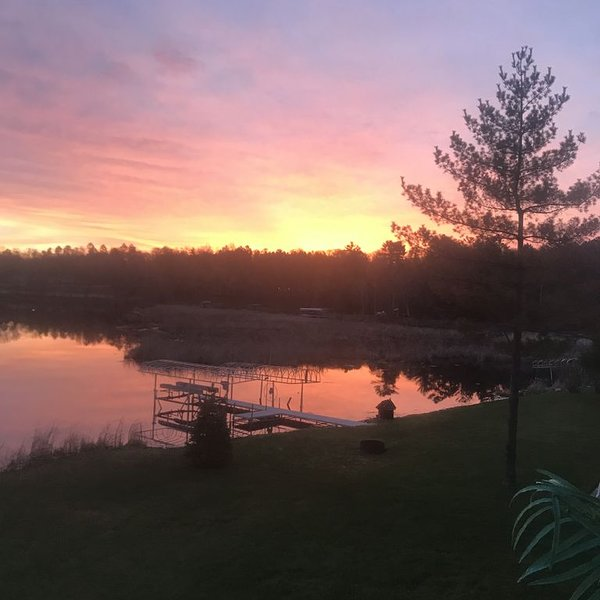 Location! Location! Location!   In The Heart Of All The Action On Gull Lake!, casa vacanza a Nisswa