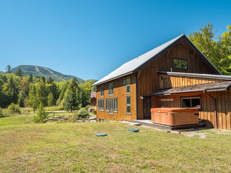 Stunning timber frame barn with views of Sunday River Ski Resort, vacation rental in Newry