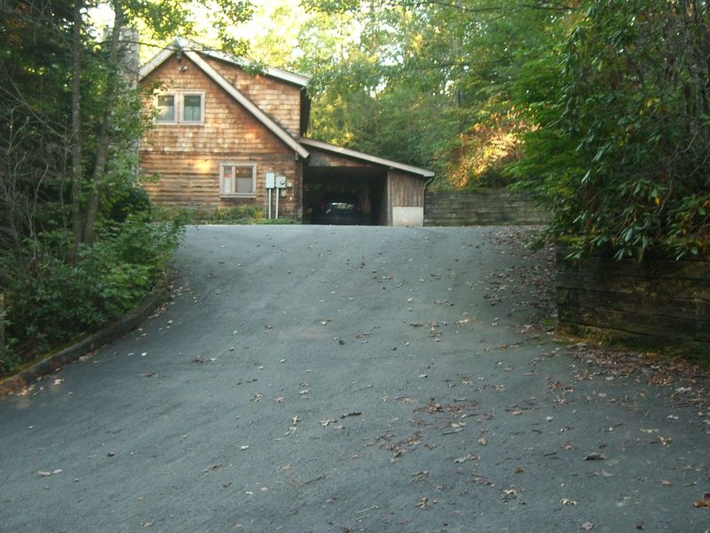 Beautiful Log Home Near Cold Mountain, holiday rental in Canton