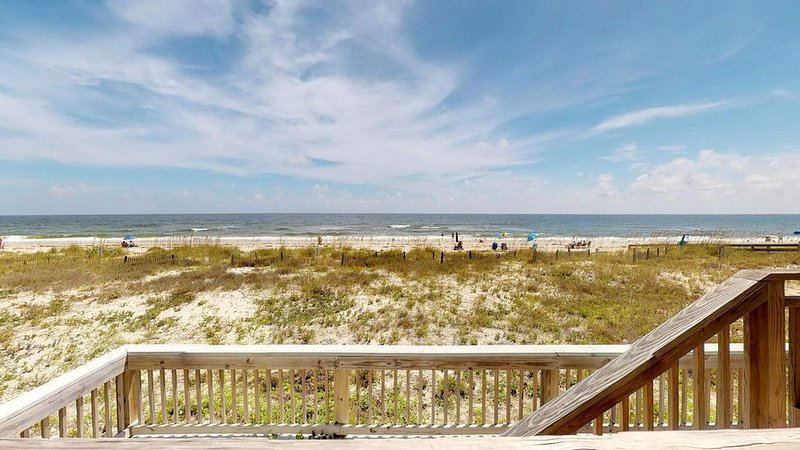 Beachfront, 2 BR/2.5 BA, Sleeps 6, Free WiFi in 300 Ocean Mile - 'G-5', location de vacances à St. George Island
