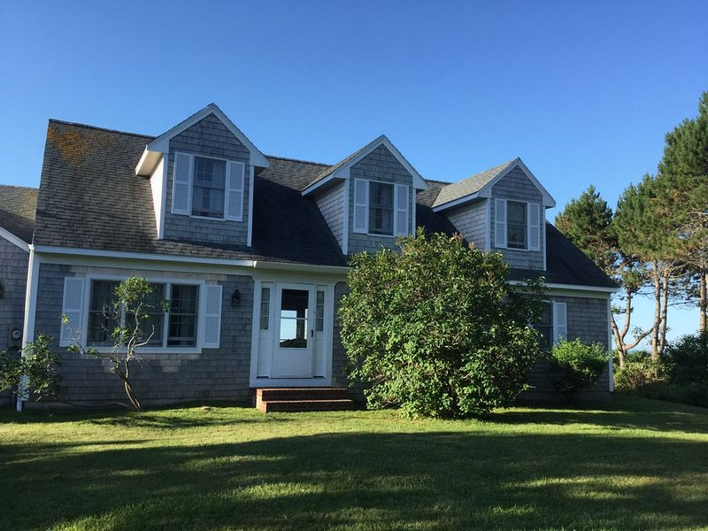 Prime Location, Oceanfront Cottage, Family Friendly, vacation rental in Kennebunkport