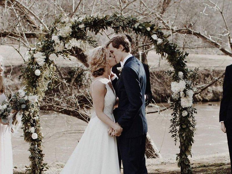 Riverside wedding at Toccoa River Mist
