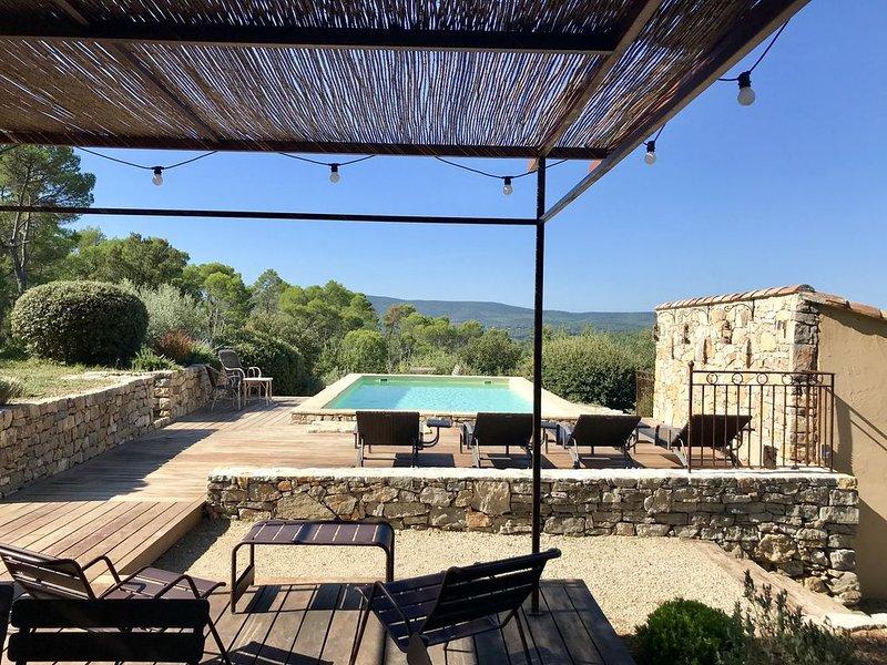 Authentique Mas du 17eme, sa piscine et sa chapelle dans une nature préservées., location de vacances à Lorgues