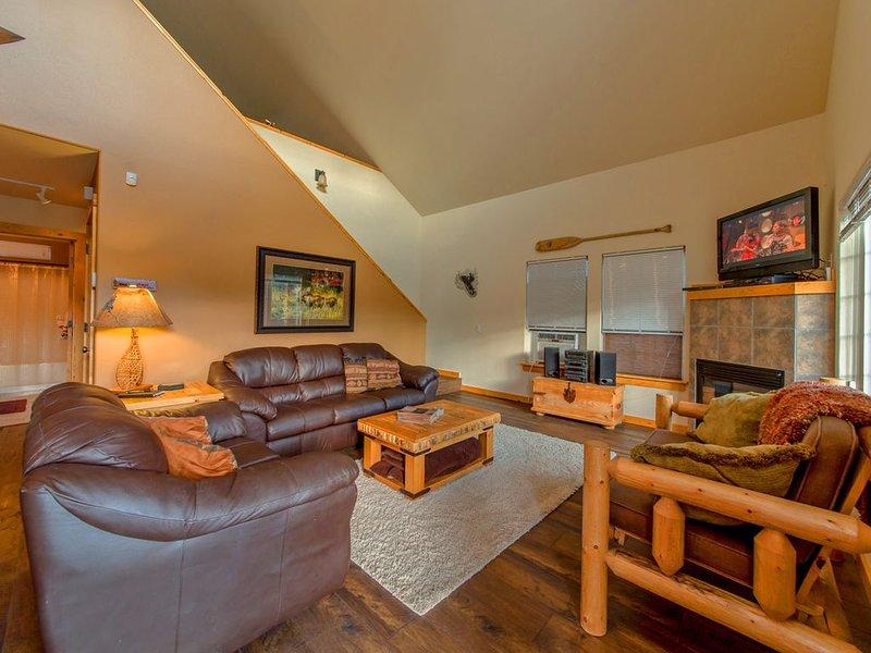 Cozy Cabin in Roslyn Ridge!  The BEST Value in the Ridge w/Summer Pool Access, holiday rental in Roslyn