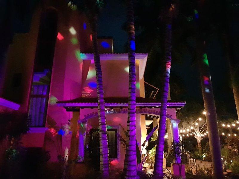 Luces de colores en la noche