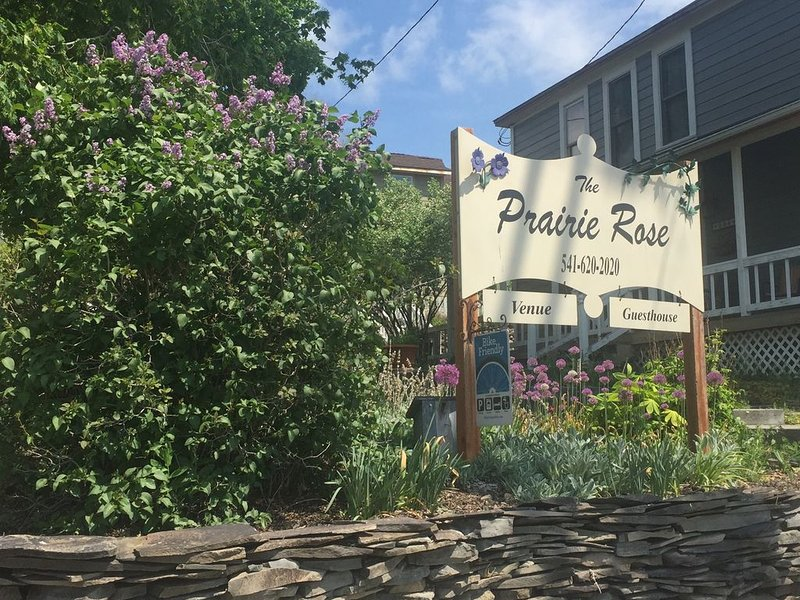 The Prairie Rose Guesthouse-  Strawberry Wilderness at your Doorstep – semesterbostad i John Day