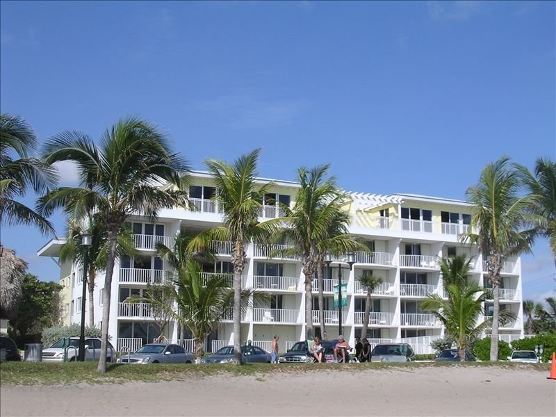 Direct Oceanfront Luxury, Beautifully Redone! Satisfaction Guaranteed, alquiler vacacional en Boca Ratón