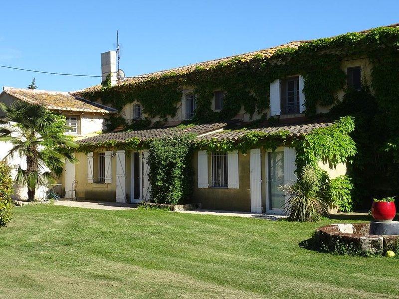 Domaine privé 36 pers. avec 2 piscines, composé d'authentiques Mas et Maisons, aluguéis de temporada em Sylvereal