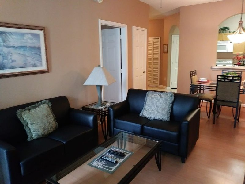 3BR/2BA  2nd Floor (Sleeps 2-6) Condo at Windsor Palms 3.5 miles to Disney World, holiday rental in Four Corners