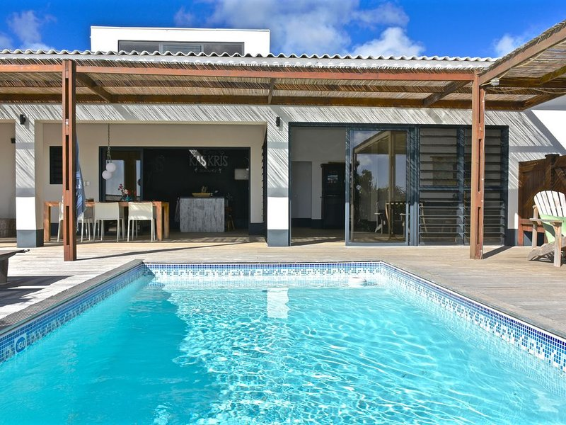 Kas Kris, a brand new, luxurious villa, with pool and stunning ocean views, location de vacances à Kralendijk