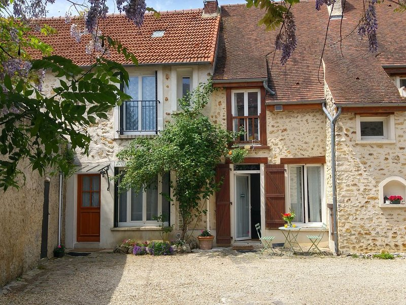 'La Maison de Sophie' quiet and comfortable cottage, near Paris, RER, bus, vacation rental in Janvry