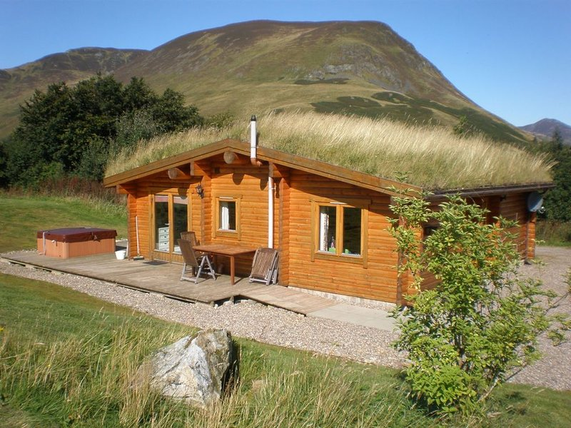 Log Cabin with Hot Tub & Sauna for 4/5 | In the Cairngorm National Park | Great, holiday rental in Kirkmichael