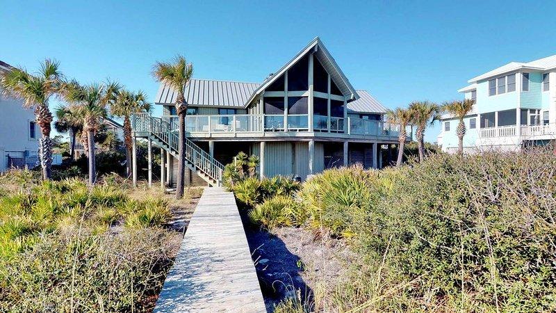Bask in beachfront Plantation paradise! Private Boardwalk, Beach Gear, Wi-Fi, 'O, holiday rental in Apalachicola