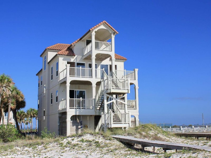 FREE BEACH GEAR! Beachfront, East End, Screen Porch, Elevator, 6BR/4.5BA 'Dolphi, vacation rental in Carrabelle