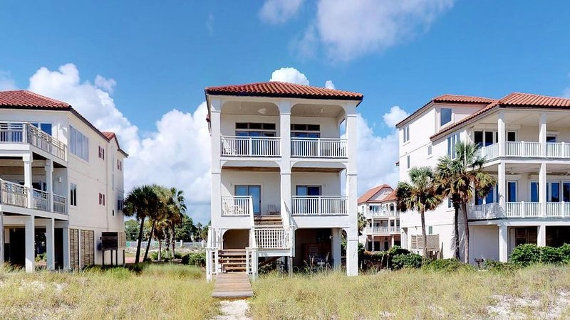 FREE BEACH GEAR! Beachfront East End, Private Boardwalk, Elevator, Wi-Fi, 5BR/5B, alquiler vacacional en Carrabelle