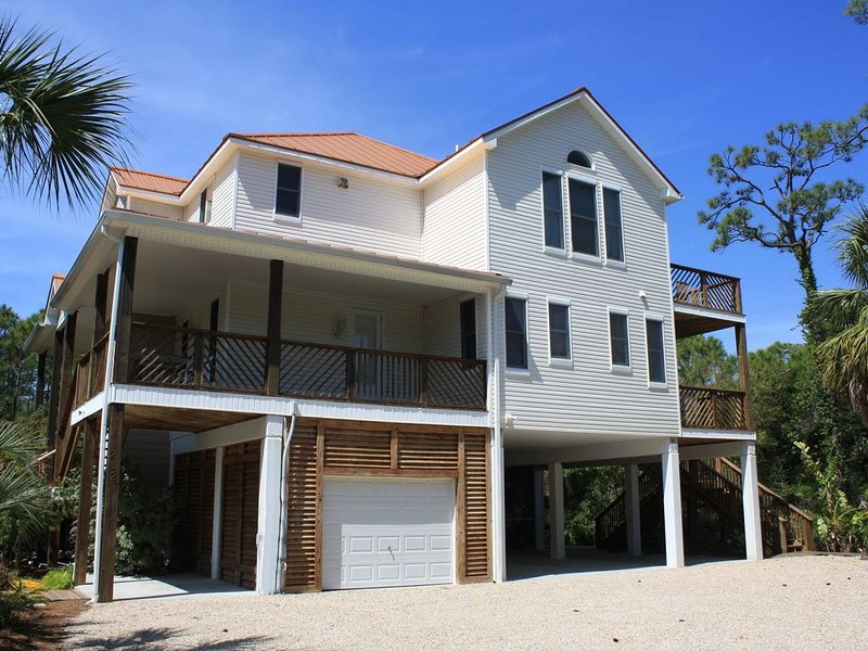 Beautiful Bayfront Plantation, Bring your furry friends! Pool, Hot Tub, Free Bea, holiday rental in Apalachicola