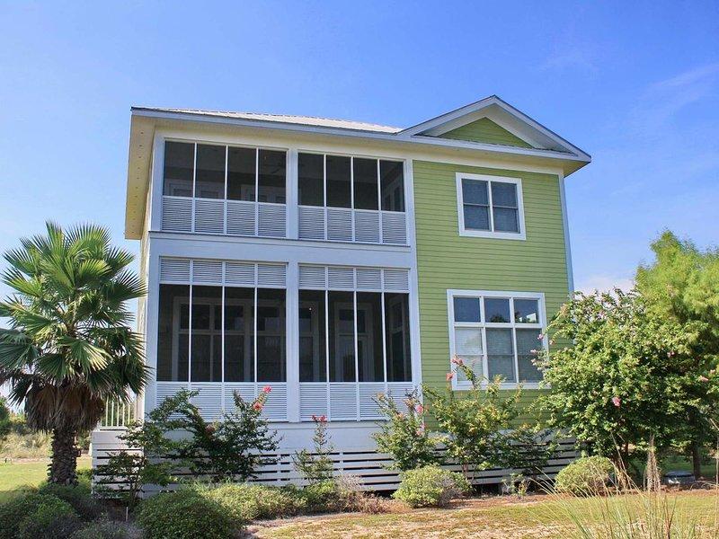FREE BEACH GEAR! Plantation, Pets OK, Screened Porch, Elevator, 4BR/4BA 'Family, holiday rental in Apalachicola