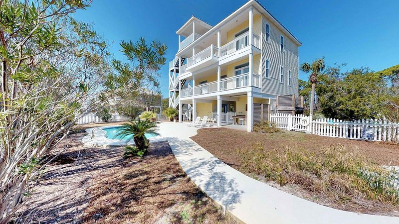 FREE BEACH GEAR! Pets OK, Pool, Hot Tub, Fireplace, 3BR/3.5BA 'Sea N' Double', alquiler vacacional en Carrabelle