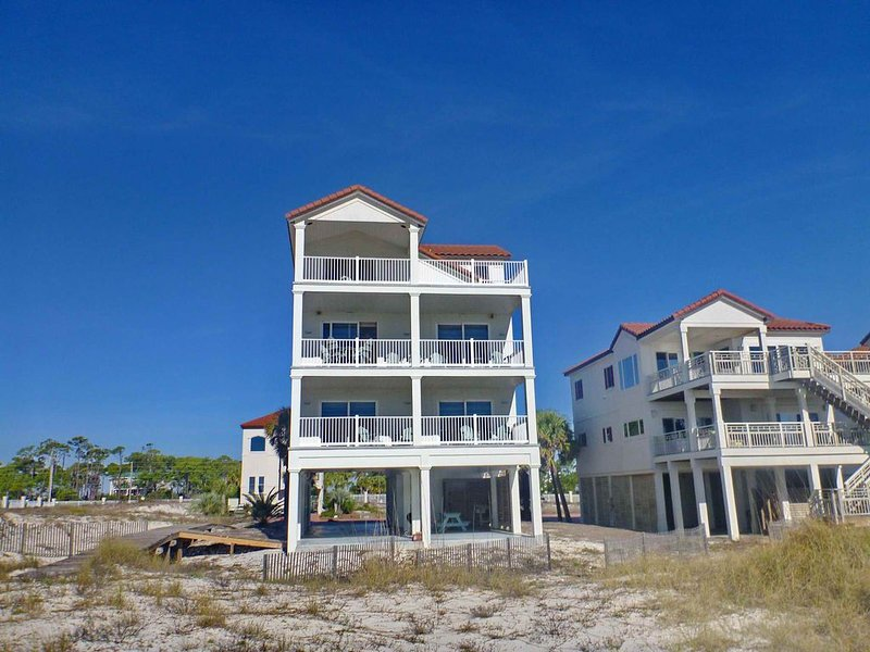 FREE BEACH GEAR! Beachfront, East End, Pets OK, Elevator, Wi-Fi, 6BR/7BA 'Sunkis, alquiler vacacional en Carrabelle