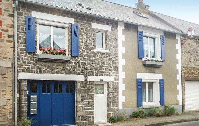 2 bedroom accommodation in Vilde La Marine, Hirel, casa vacanza a La Gouesniere