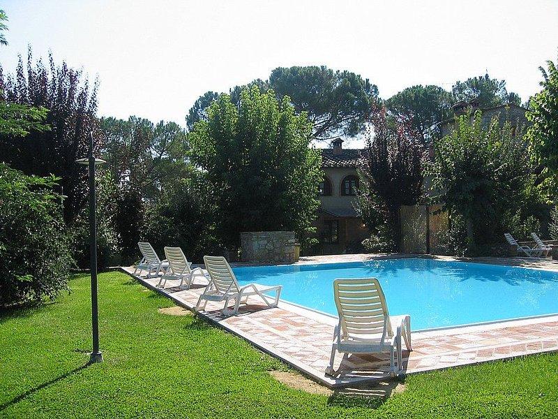 Villa Saveria A, rimborso completo con voucher*: Un caratteristico cottage circo, Ferienwohnung in Colle di Val d'Elsa