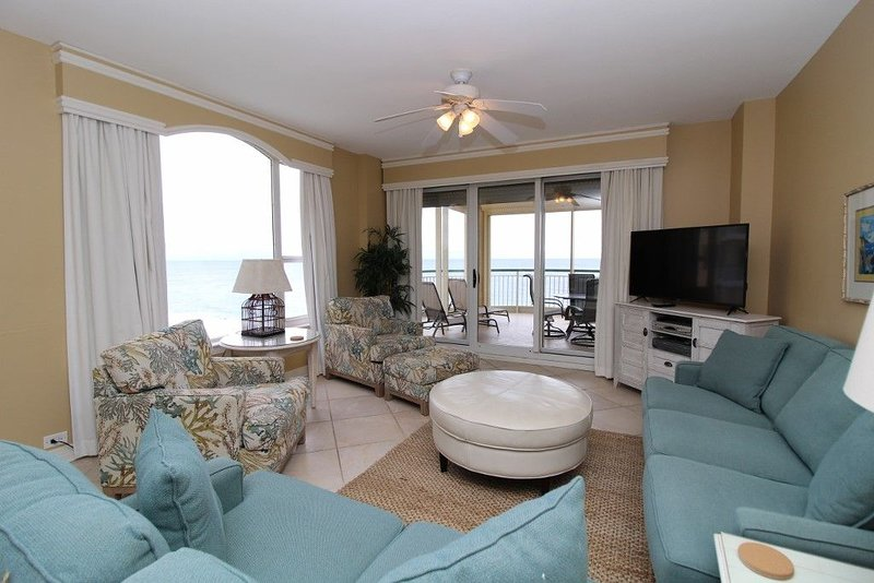 Beautiful Beach Colony End Unit, Large Gulf Front Balcony & Stunning Views!, holiday rental in Perdido Key