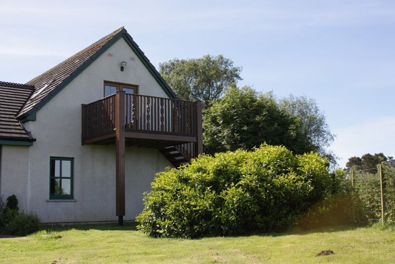 Stunning views of Ben Wyvis, not far from Dingwall & Inverness., holiday rental in Ross and Cromarty