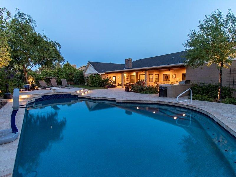 Hidden, Lush Treasure Close to Everything...Your Own Private Resort!, alquiler de vacaciones en Mesa