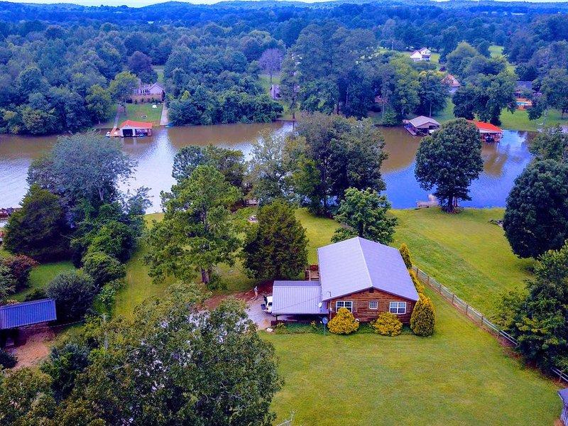 Fishing is great on the Hiwassee and Chickamauga Lake!, holiday rental in Calhoun