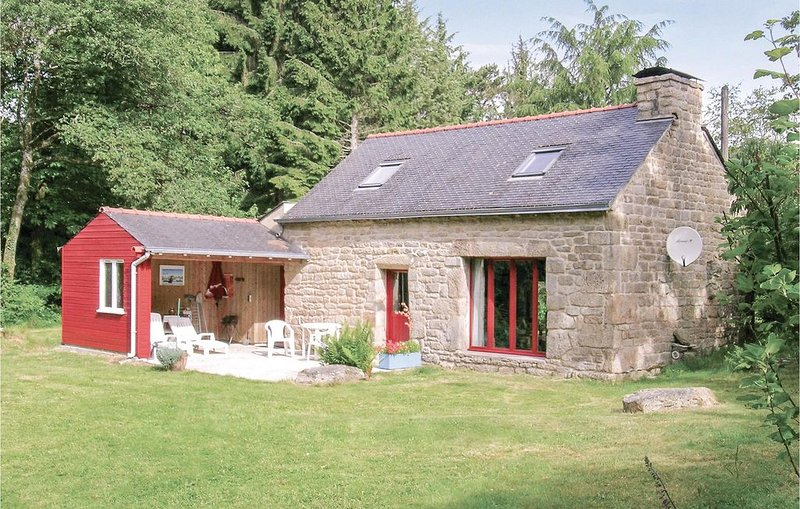 2 bedroom accommodation in St Tugdual, holiday rental in Le Croisty