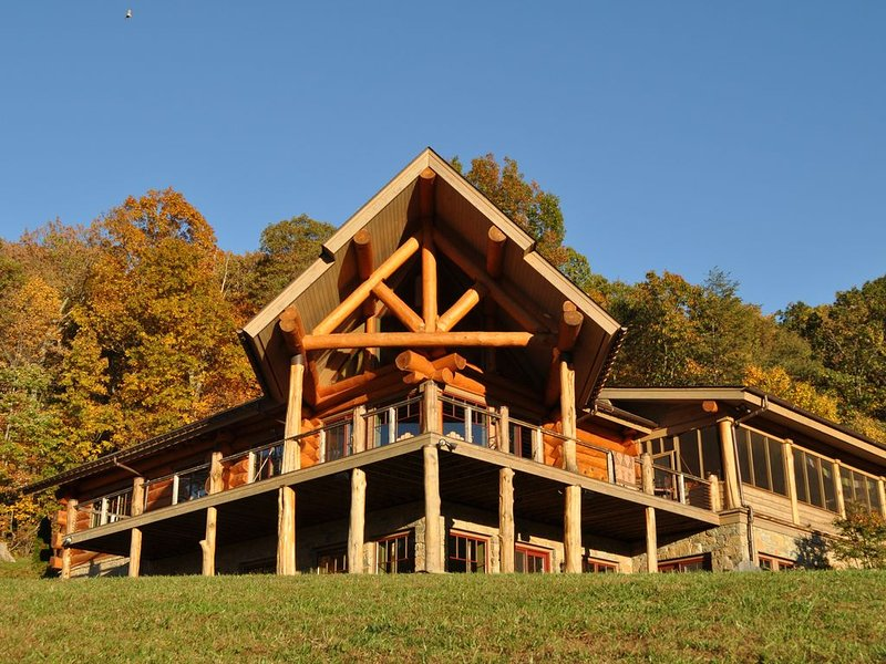 Old Rag View Horse Farm with Log Lodge and Treehouse, holiday rental in Syria