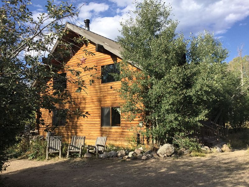 LUX RUSTIC Log Cabin - Hot tub & Stars SkiUtahCabin at Timber Lakes Legal!, holiday rental in Woodland