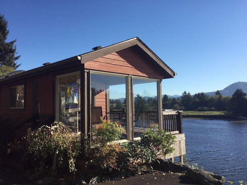Rivers Edge Cottage at the Oregon Coast, alquiler de vacaciones en Nehalem