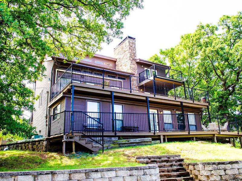 House with Panoramic Views of Lake Texoma!, casa vacanza a Denison