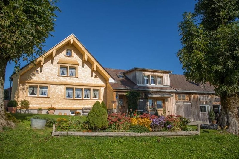 Apartment Haslen AI for 4 - 6 people with 2 rooms - Apartment in farmhouse, holiday rental in Appenzell