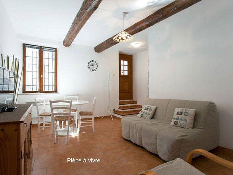 MAISON DE VILLAGE AVEC COUR PRIVÉE à ST REMY DE PROVENCE, Ferienwohnung in St-Rémy-de-Provence
