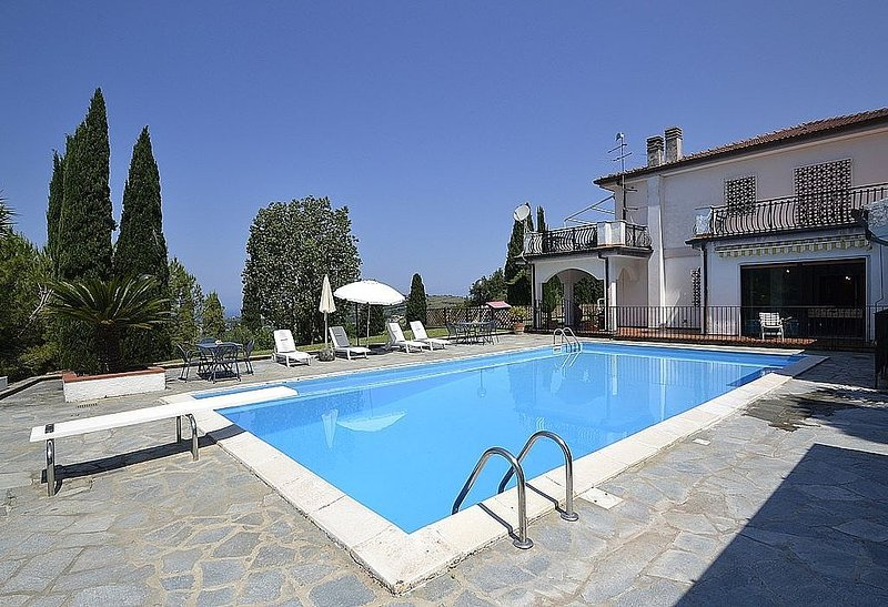 Villa Calipso is a pleasant and spacious apartment that covers the entire groun, location de vacances à Agropoli