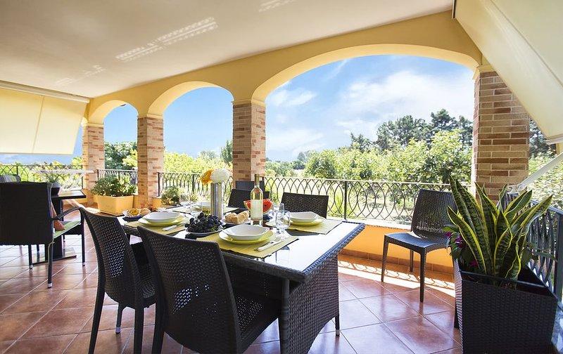 Alghero Villa Mistral, per 7 persone, Terrazza, BBQ, Aria Condizionata, WiFi, vacation rental in Alghero