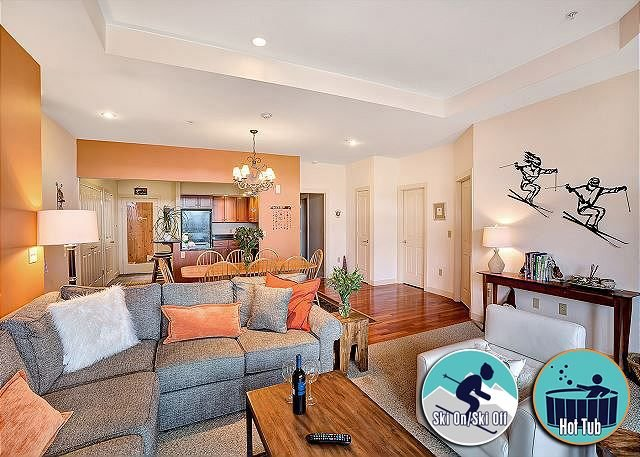 Beautifully decorated, Ski on/ski off condo, Lodges 303, location de vacances à Killington